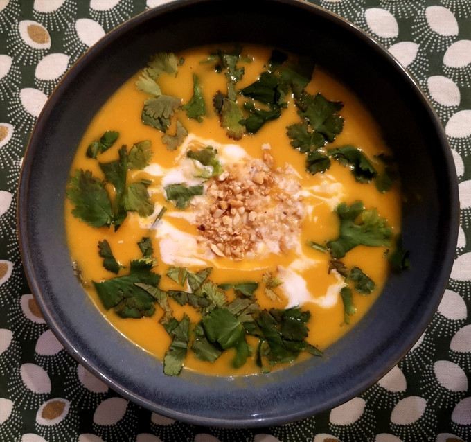 featured image thumbnail for post Soupe de courge butternut à la cacahuète